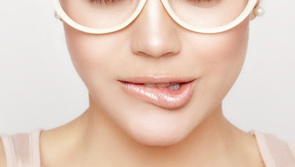 Beauty Tips For Glasses Wearers How To Adapt Makeup To Your Eye Defect